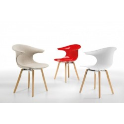 Chaises design LOOP WOODEN LEGS.