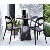 Chaise plastique design FOR YOU noir dans le jardin
