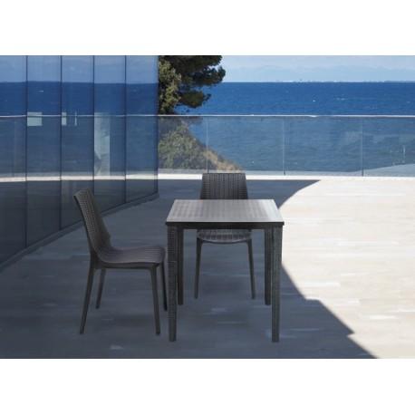 Table design OLIMPO 80 exterieur.